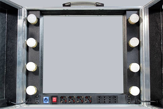 Specchio portatile con pannello elettrico