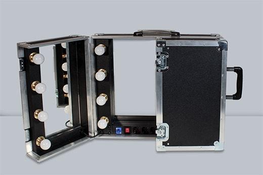 Specchio portatile con specchi orientabili