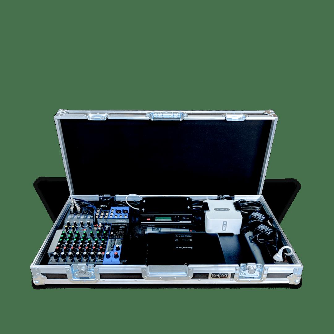 Workstation con mixer e postazione radiomicrofoni